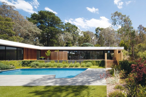 Bushland House by Pleysier Perkins