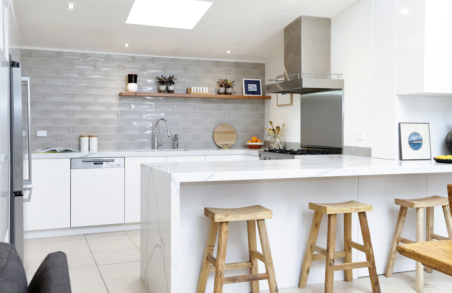 Crisp and clean: kitchen design - Completehome