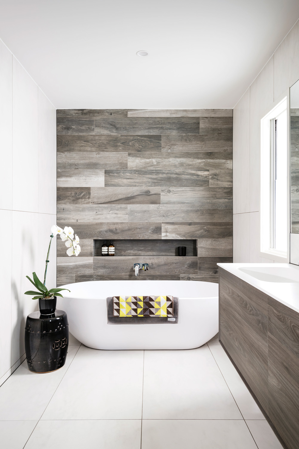 Six Top Small Bathroom Space Savers Completehome