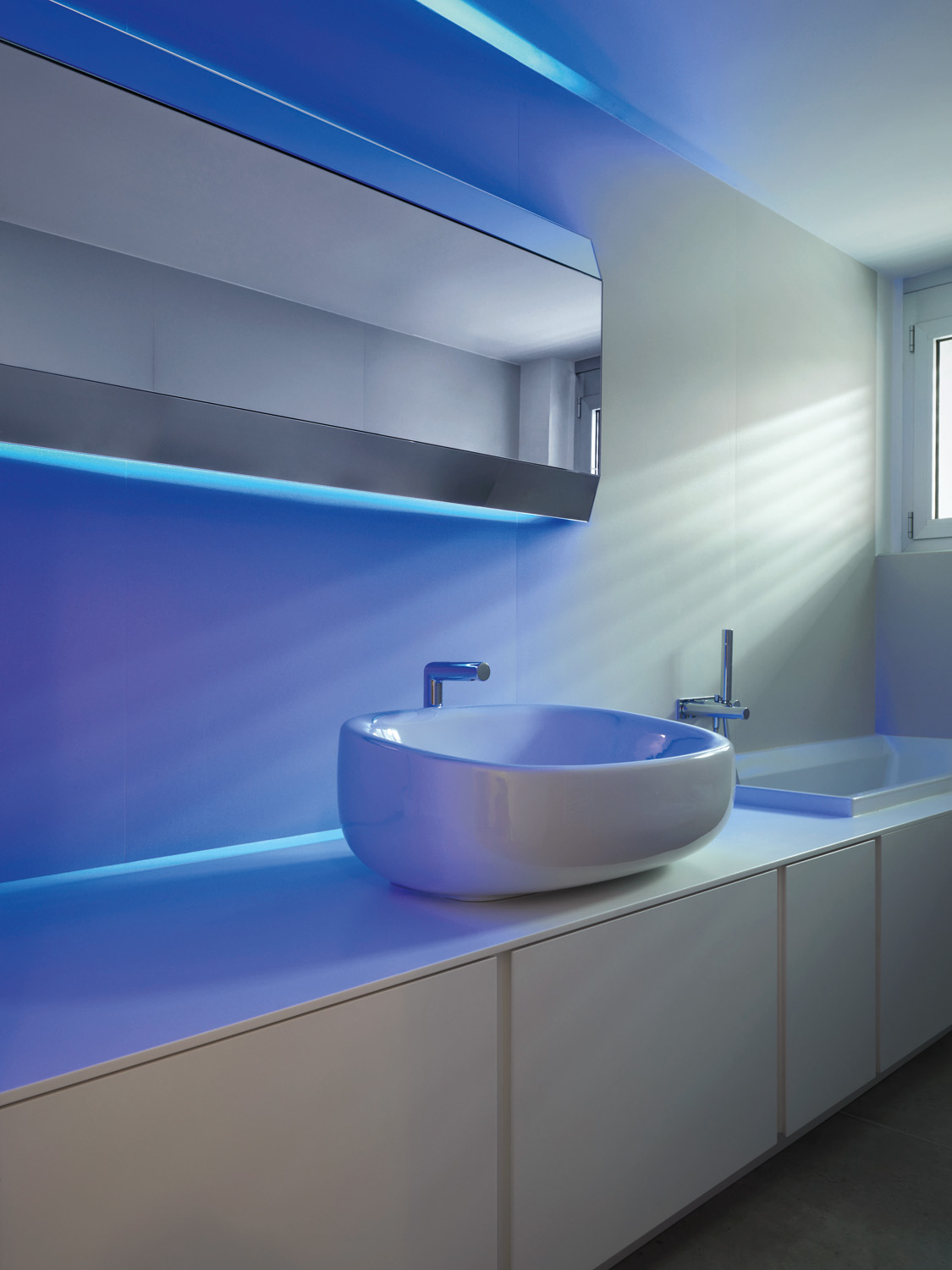 Blue reigns supreme in the bathroom