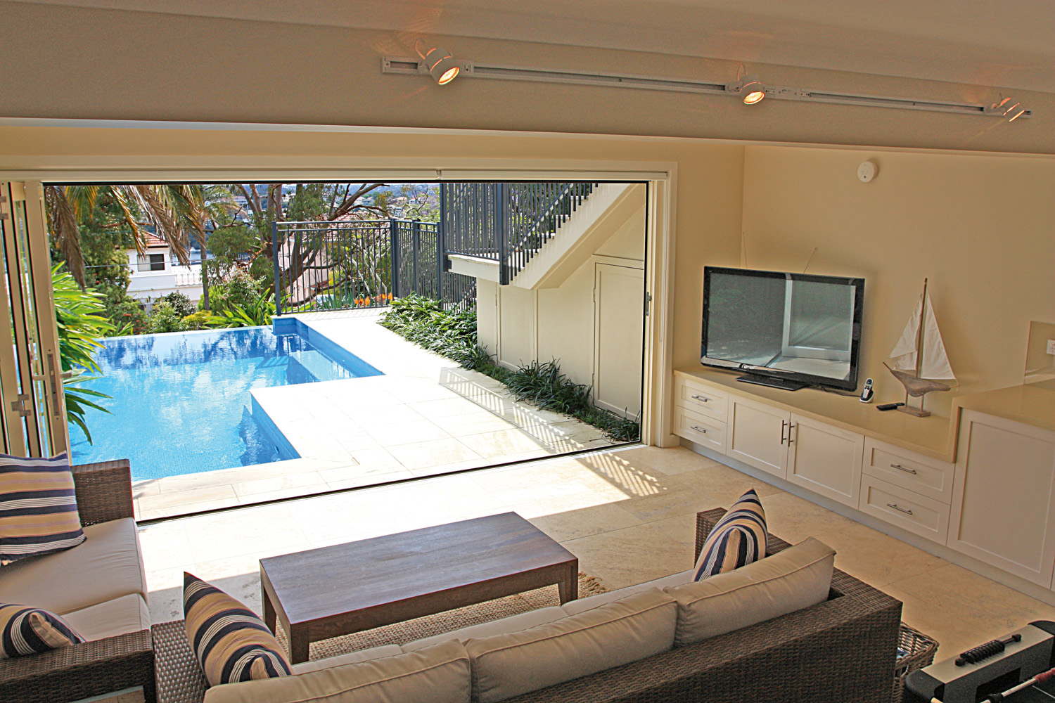 PSS024_Cabanas Feature_ integrated pool and adukts relaxation cabana