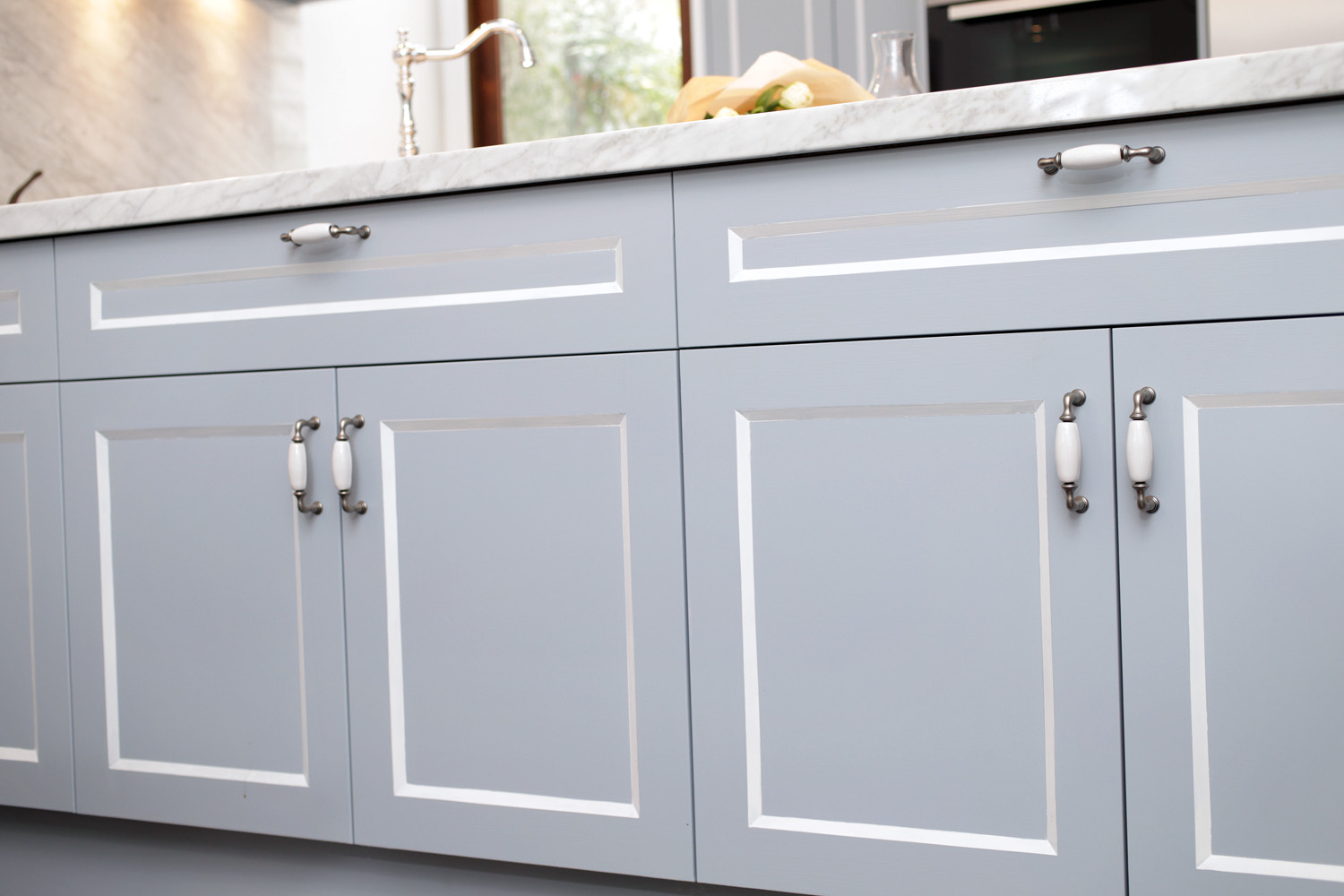 This compact kitchen design makes up for space by incorporating cupboards and drawers within a U-shaped bench