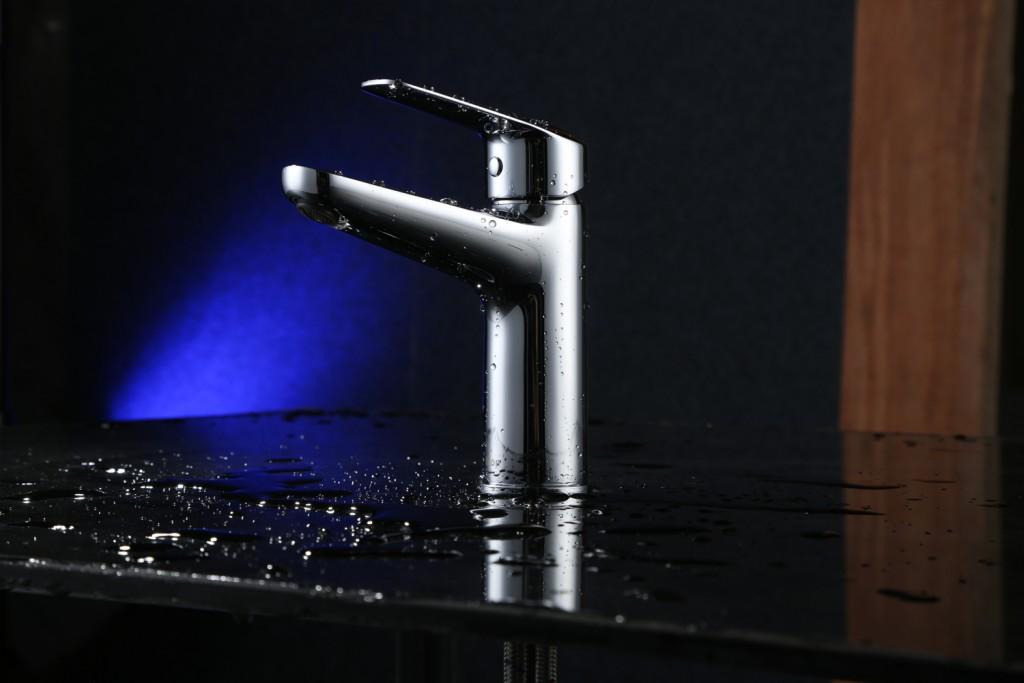 Stylish and shiny: tap range
