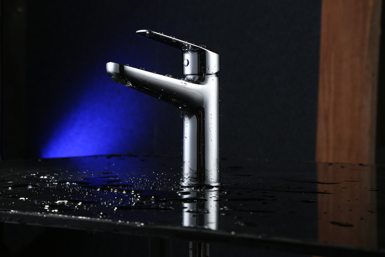 Stylish and shiny: tap range