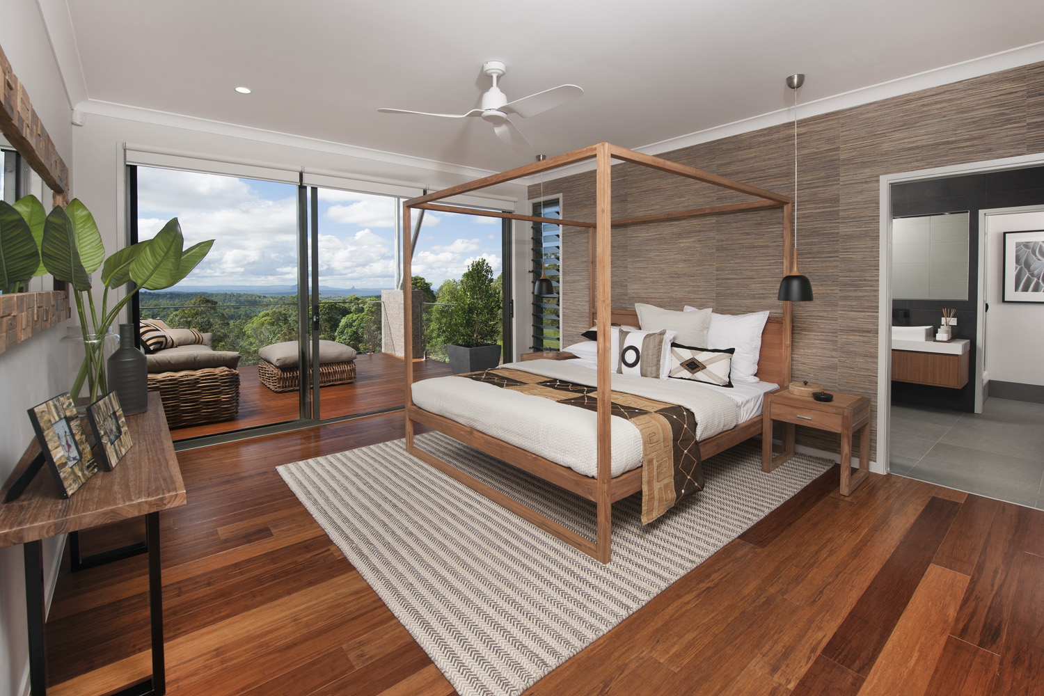 Master bedroom with ensuite and outdoor deck area with views of the beautiful hinterland (1)