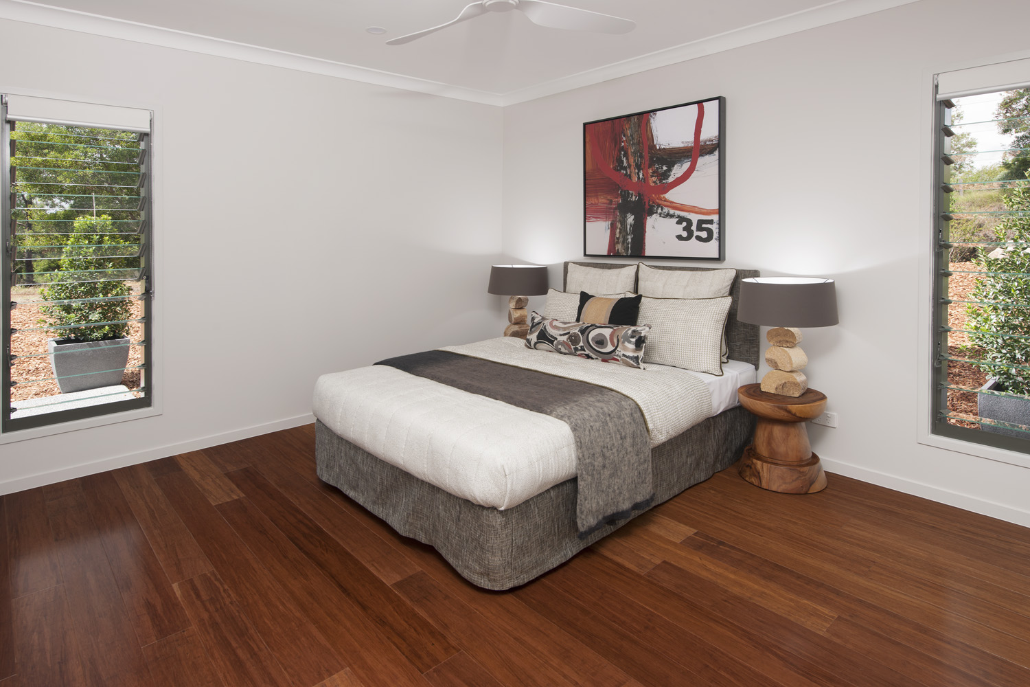 Natural and earthy tones used in the bedroom (3)