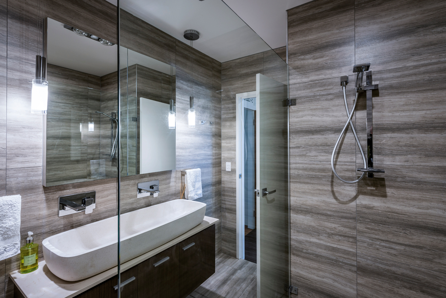 Touch of luxury clean bathroom design completehome for Clean bathroom designs