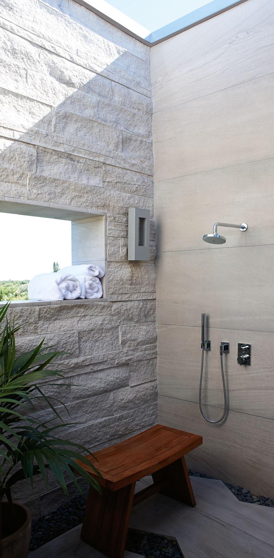 DorotheeJunkin_Vero_Master Outdoor Shower