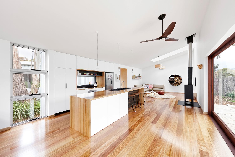 Grand designs australia tree house completehome for Grand designs interior