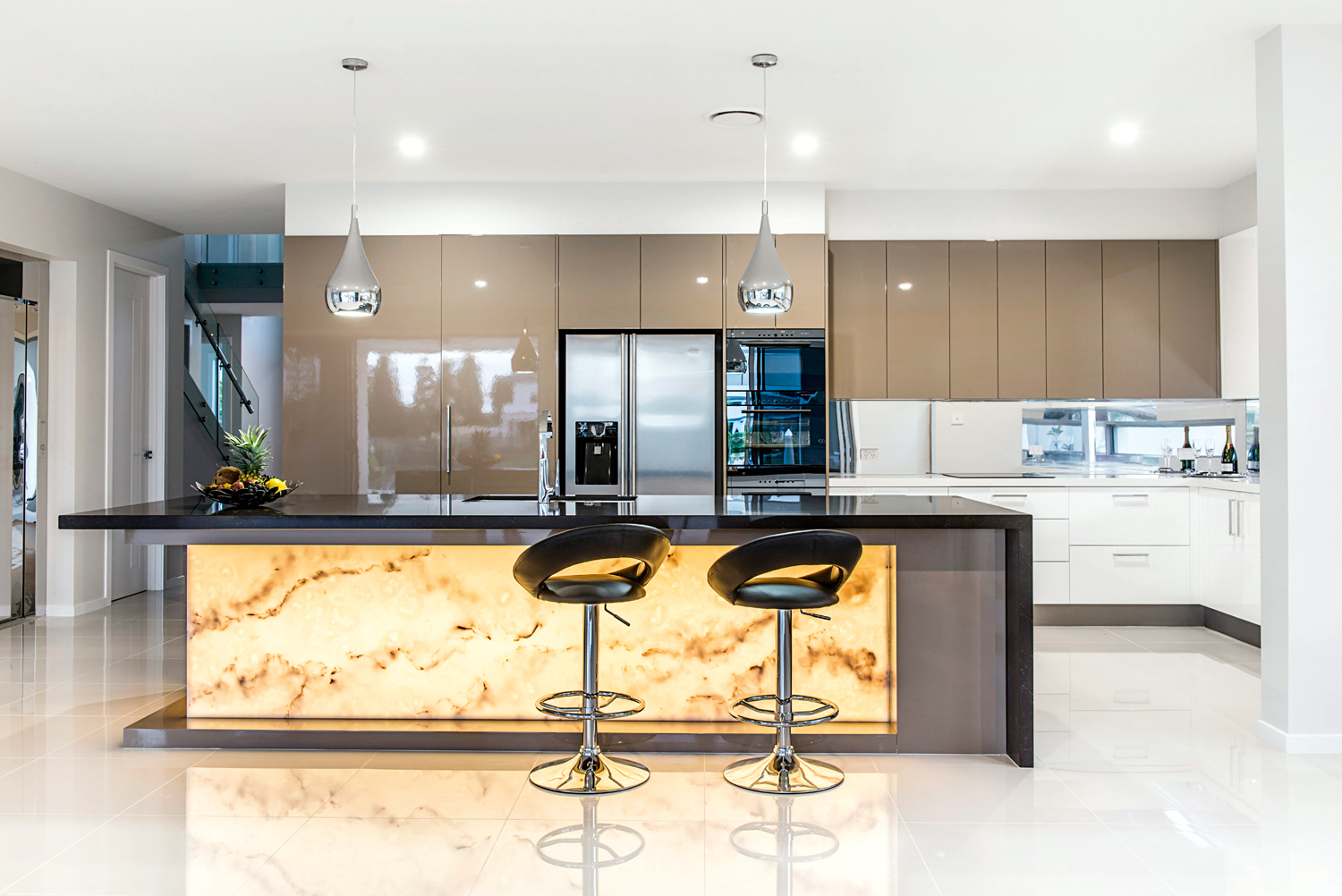 Modern kitchen: innovative, warm and striking