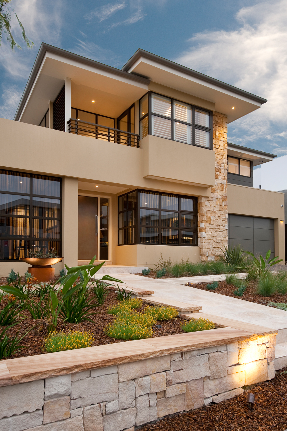 Natural light a contemporary home completehome for Natural light in homes